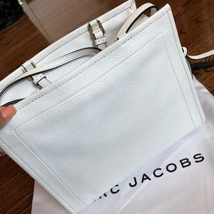 Marc Jacobs Bags - Marc Jacobs, solid white, crossbody bag